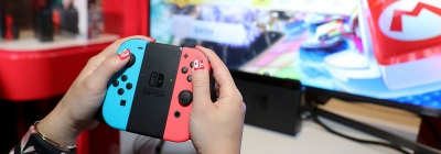 Спекулянты продают воду и значки с ивента Nintendo Switch на аукционе